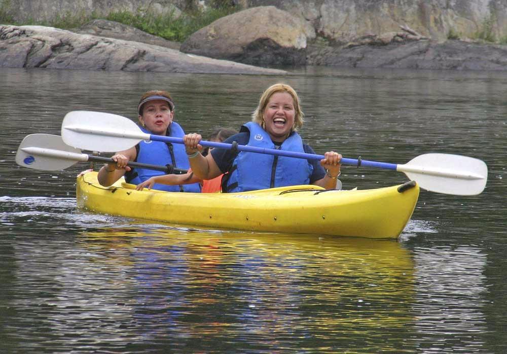 2 women kayaking